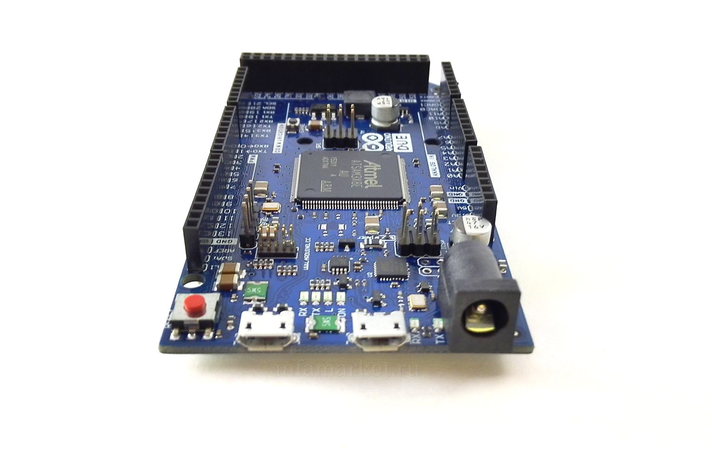 Arduino DUE с кабелем (вид спереди)