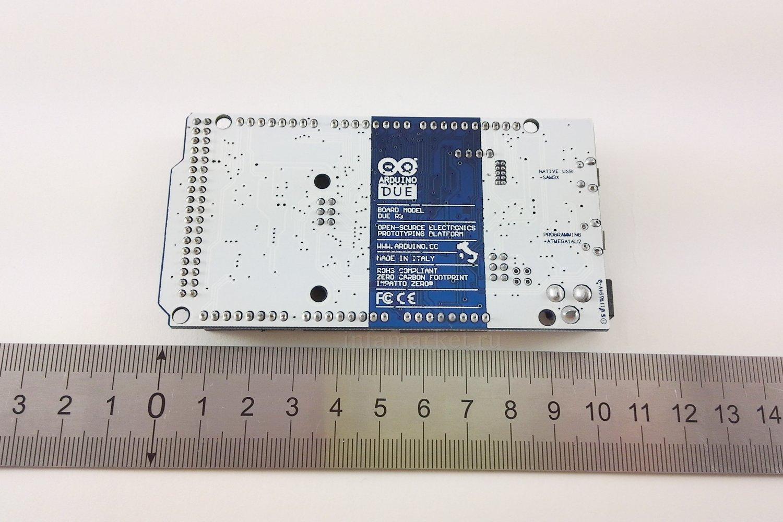 Arduino DUE с кабелем (вид сзади)