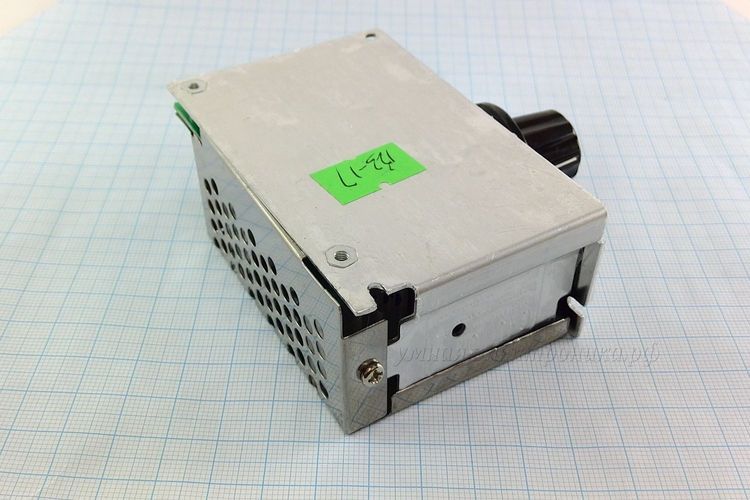 Регулятор напряжения AC 0-220V 4000W ( вид сзади)