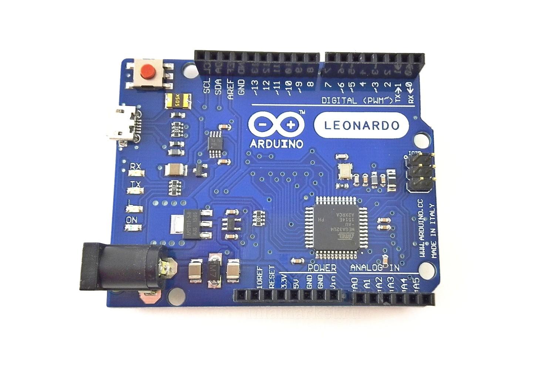Arduino LEONARDO с кабелем (вид сверху)