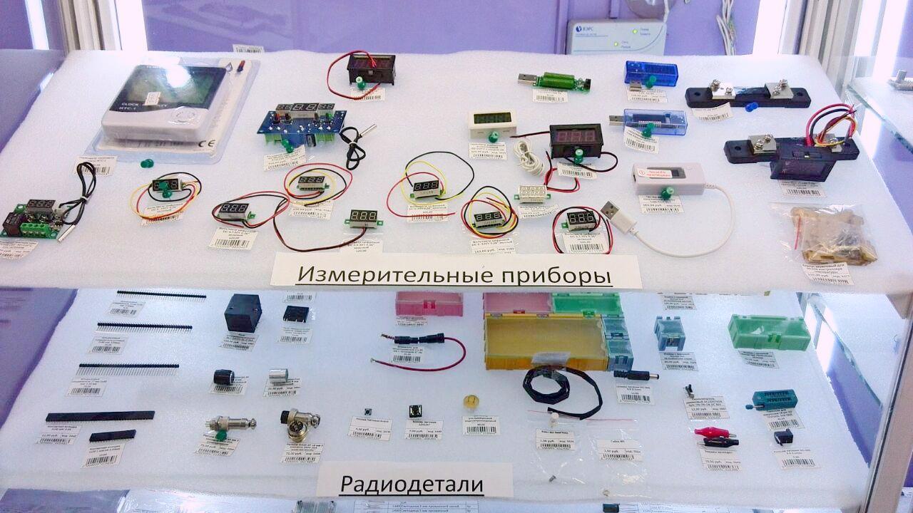 Измерительные приборы, кнопки, переключатели, реле